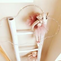 Escadote branco- Zara home/ candeeiro nuvem- Deborla